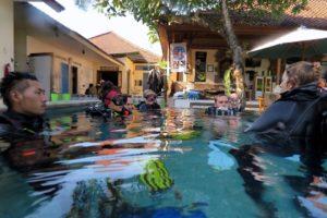 バリ、IDCコース。プール実習風景