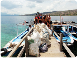 Menjangan-Beach-Cleanup-with-Blue-Season-Bali